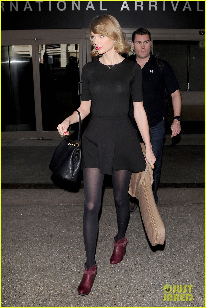 taylor swift shows off her new short hair at the airport 133052243