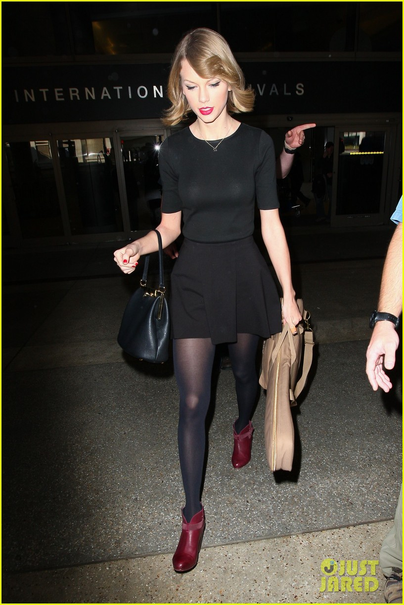 taylor swift shows off her new short hair at the airport 19