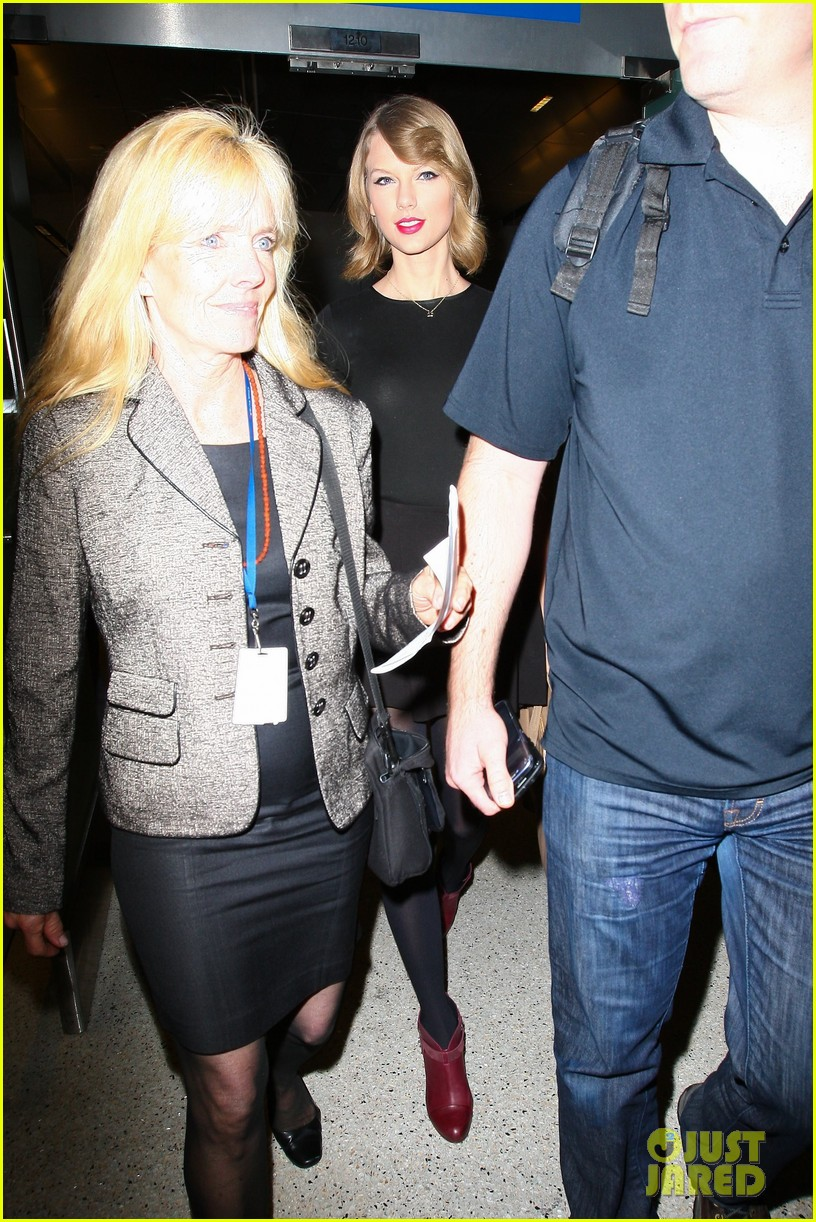 taylor swift shows off her new short hair at the airport 233052253
