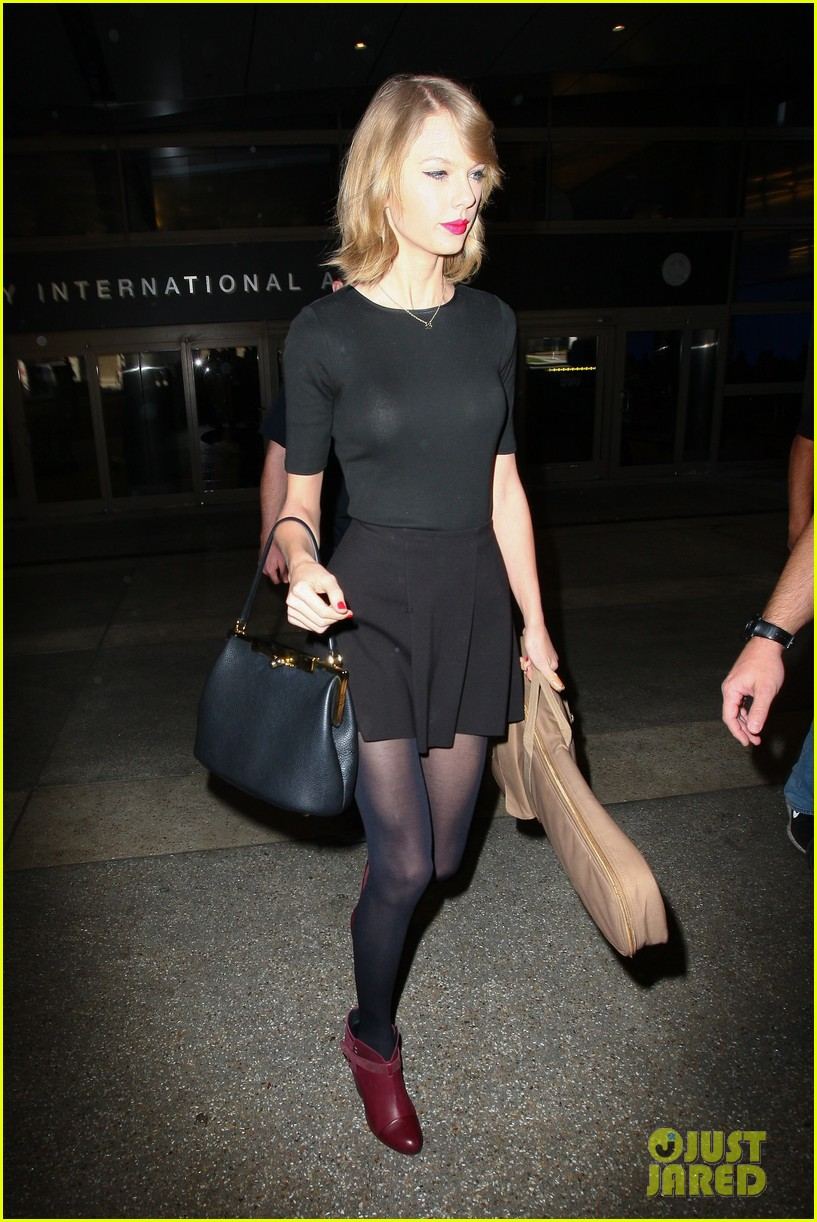 taylor swift shows off her new short hair at the airport 26