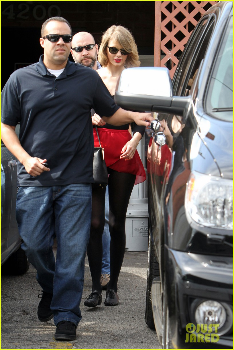 taylor swift wears her signature color to dance class 06