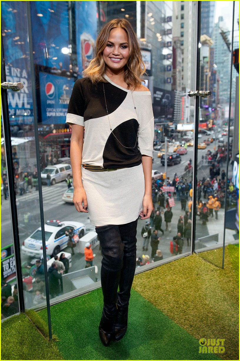 chrissy teigen john legend super bowl 2014 kick off party 053045250