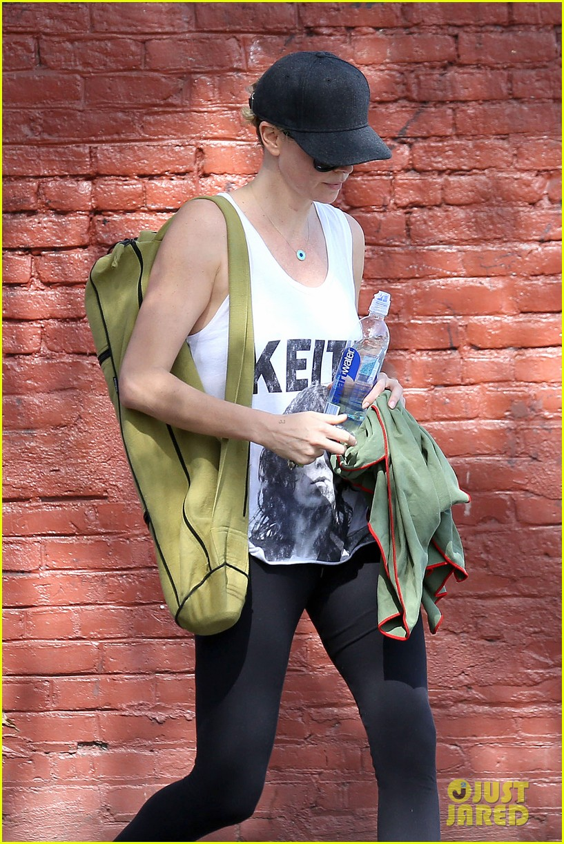 charlize theron has low key gym day after date night 04