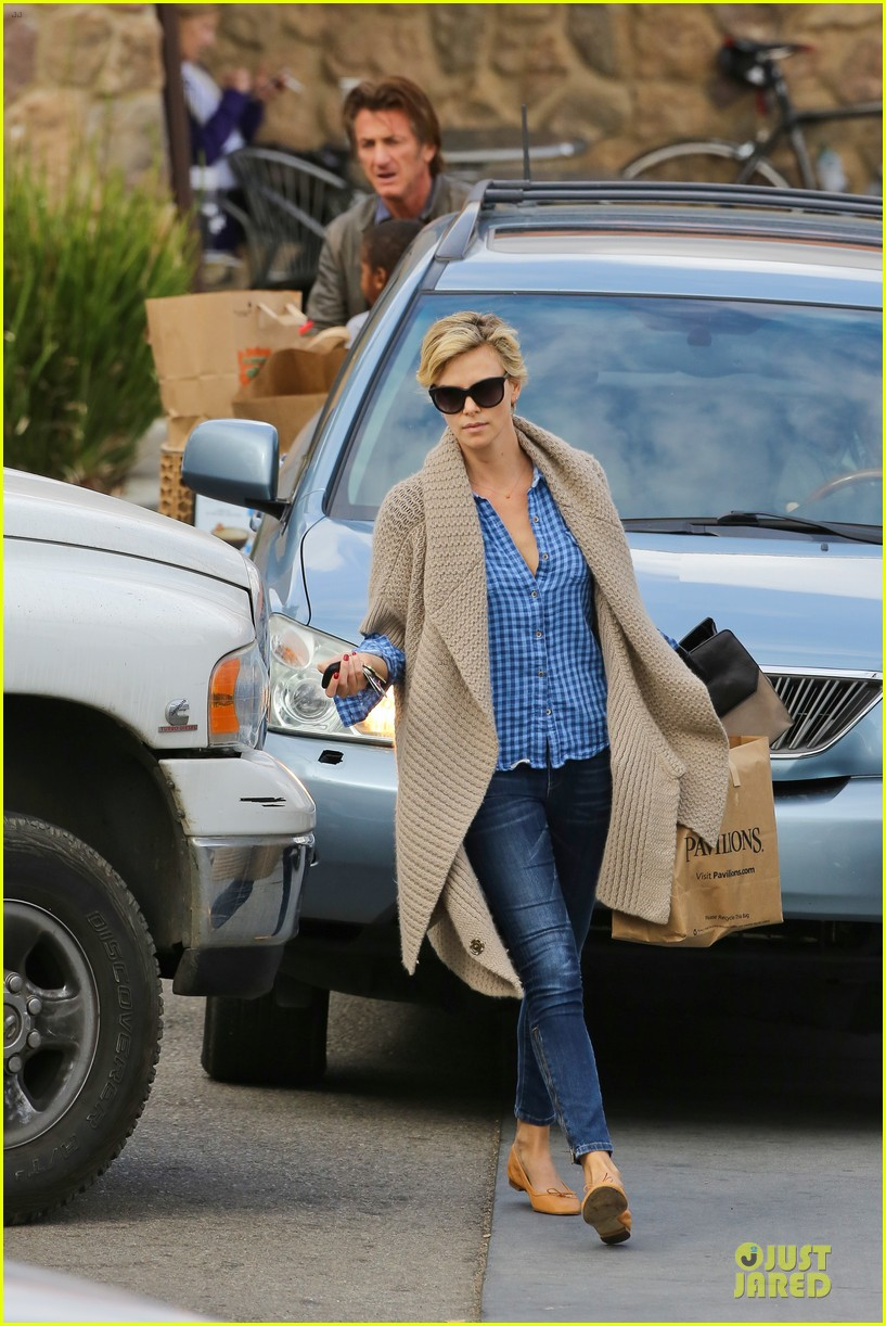charlize theron sean penn grocery stop before the super bowl 23