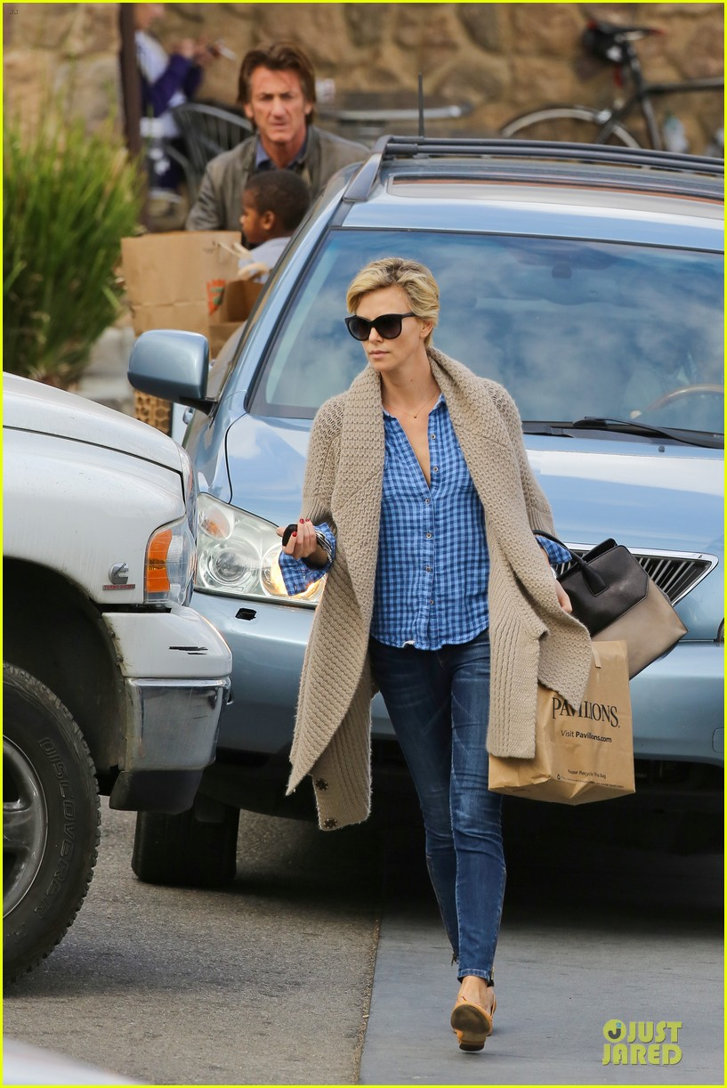 charlize theron sean penn grocery stop before the super bowl 25