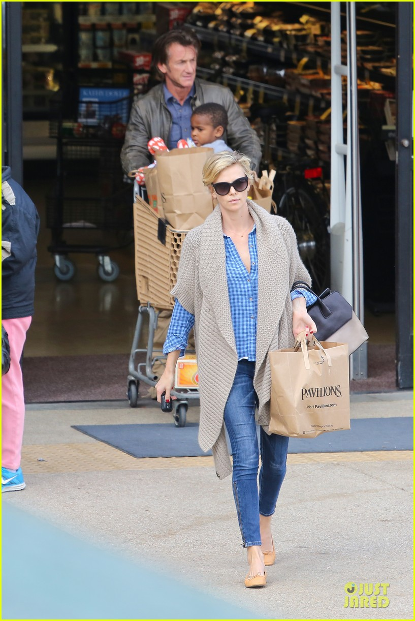 charlize theron sean penn grocery stop before the super bowl 33