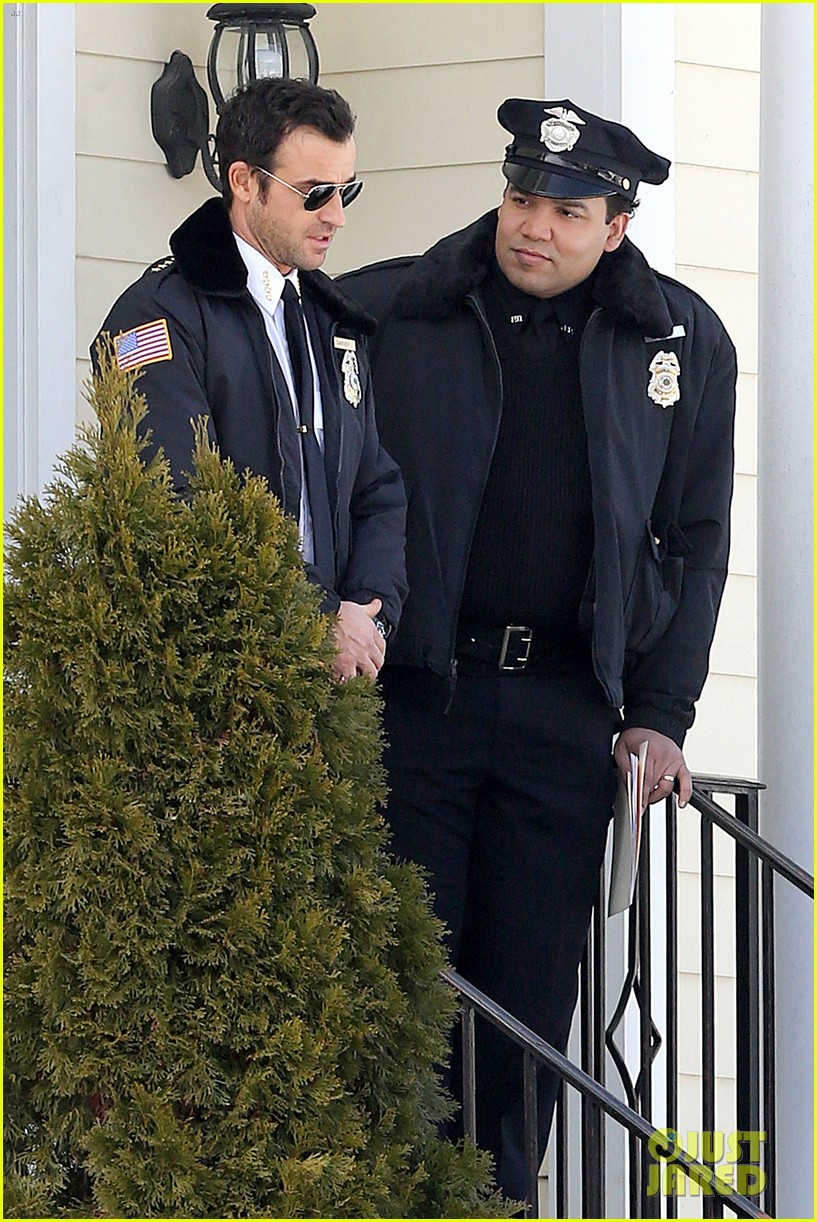 justin theroux looks mighty fine in his police uniform 223057483