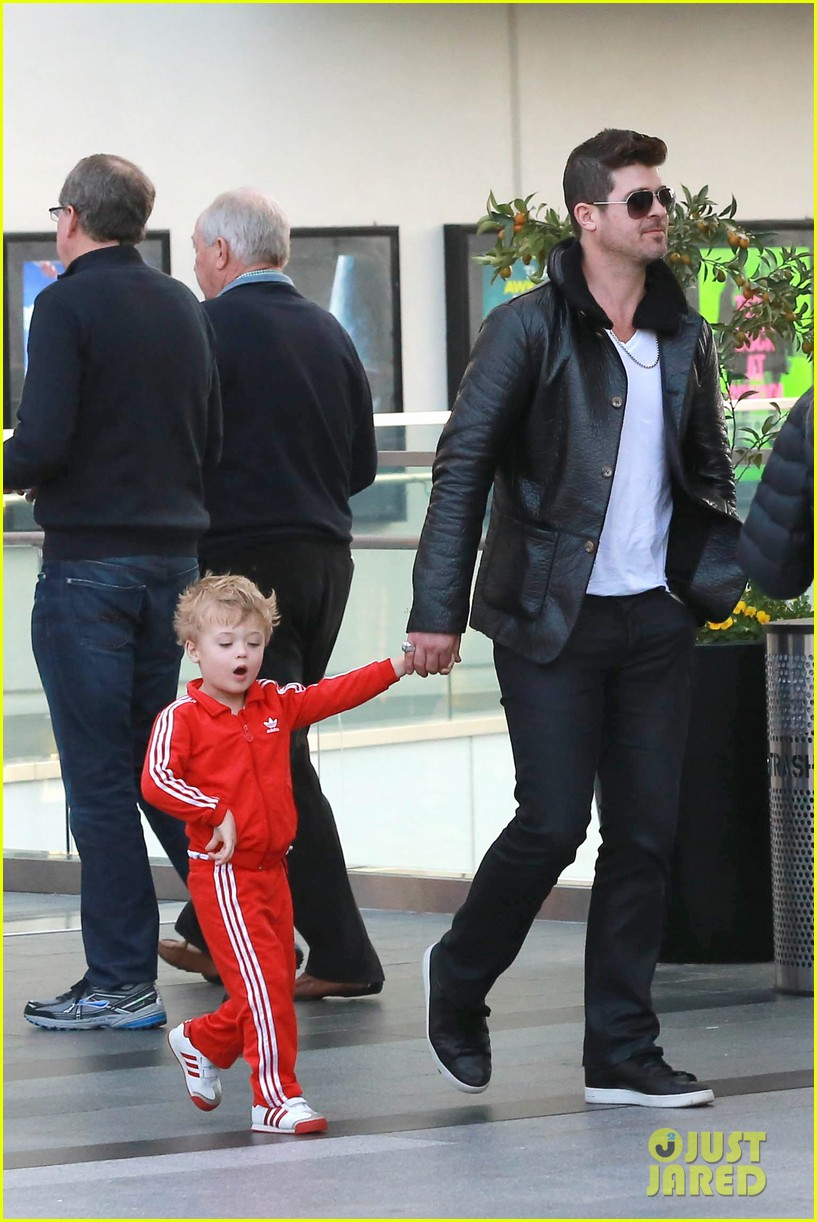 robin thicke is a doting dad spends day with julian 05