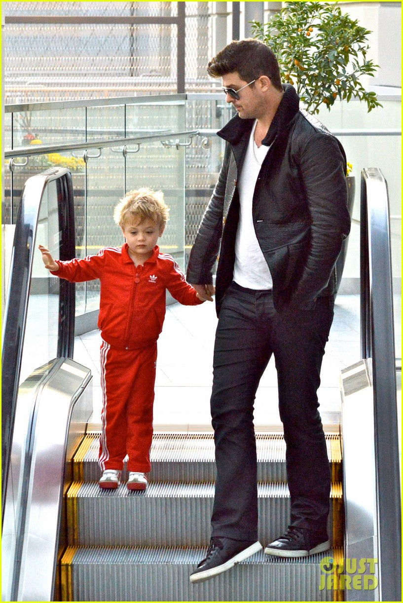 robin thicke is a doting dad spends day with julian 06