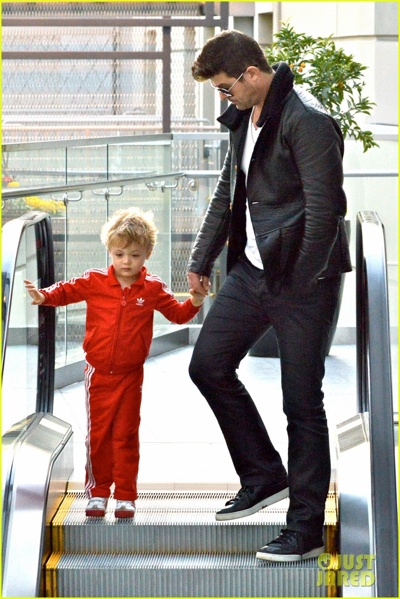 robin thicke is a doting dad spends day with julian 09