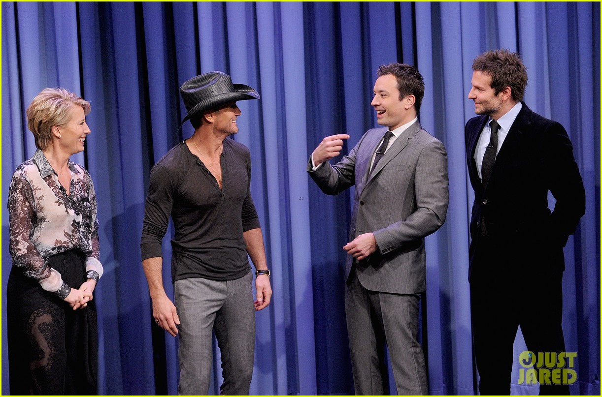 bradley cooper emma thompson play charades on fallon 073056611