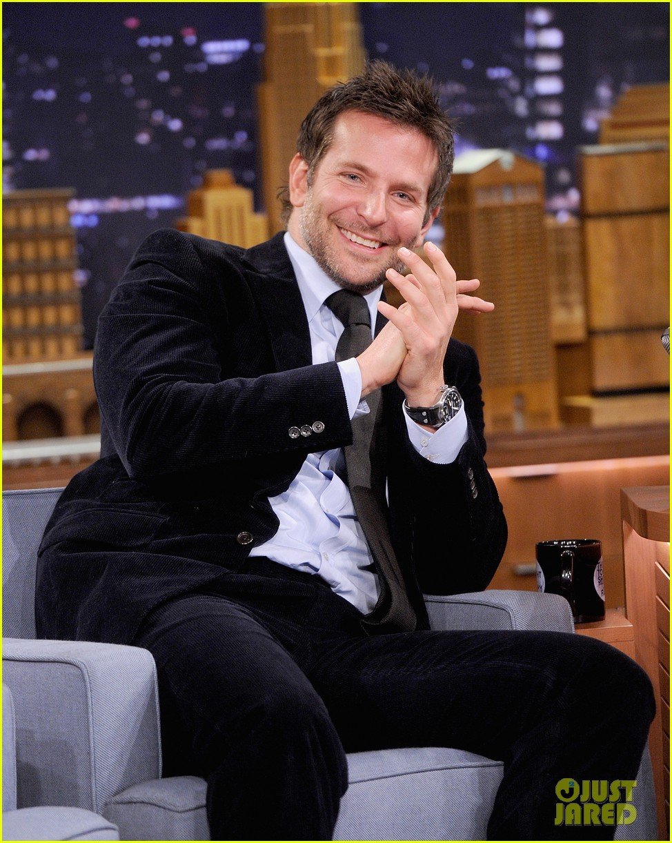bradley cooper emma thompson play charades on fallon 083056612
