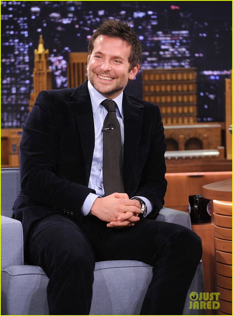 bradley cooper emma thompson play charades on fallon 123056616