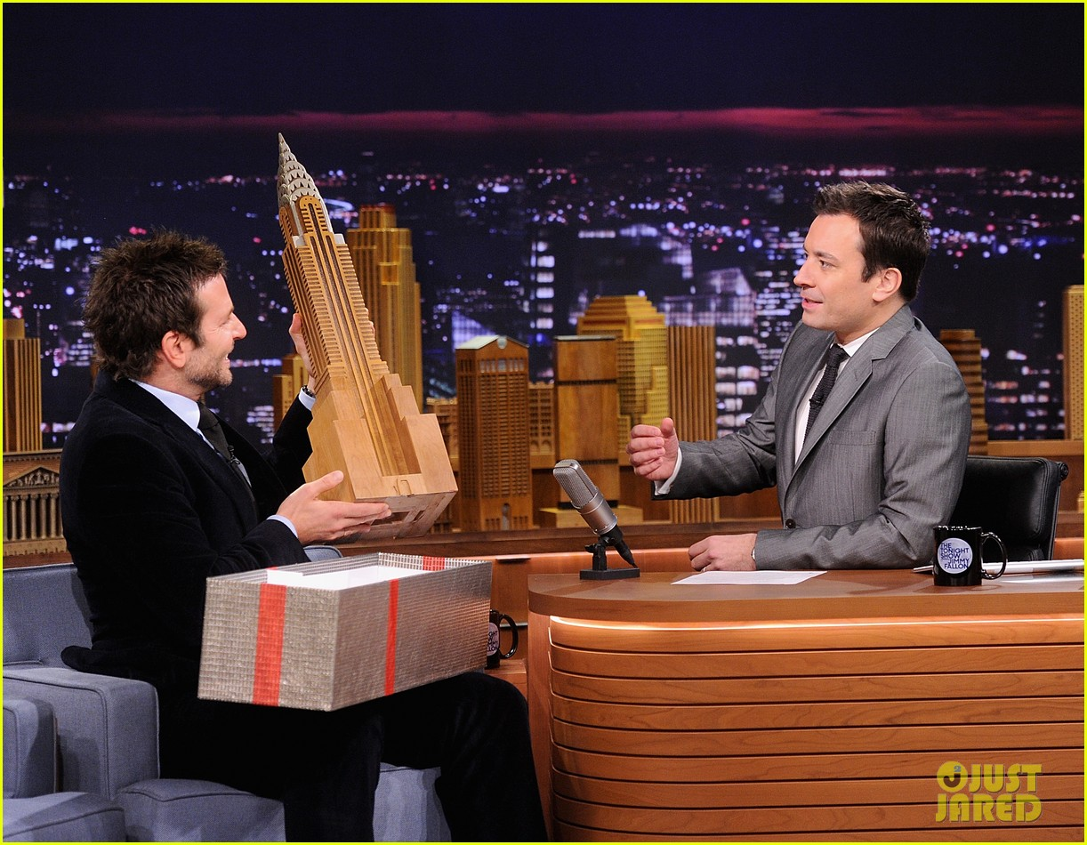 bradley cooper emma thompson play charades on fallon 13