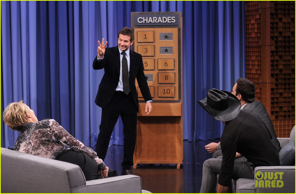 bradley cooper emma thompson play charades on fallon 18