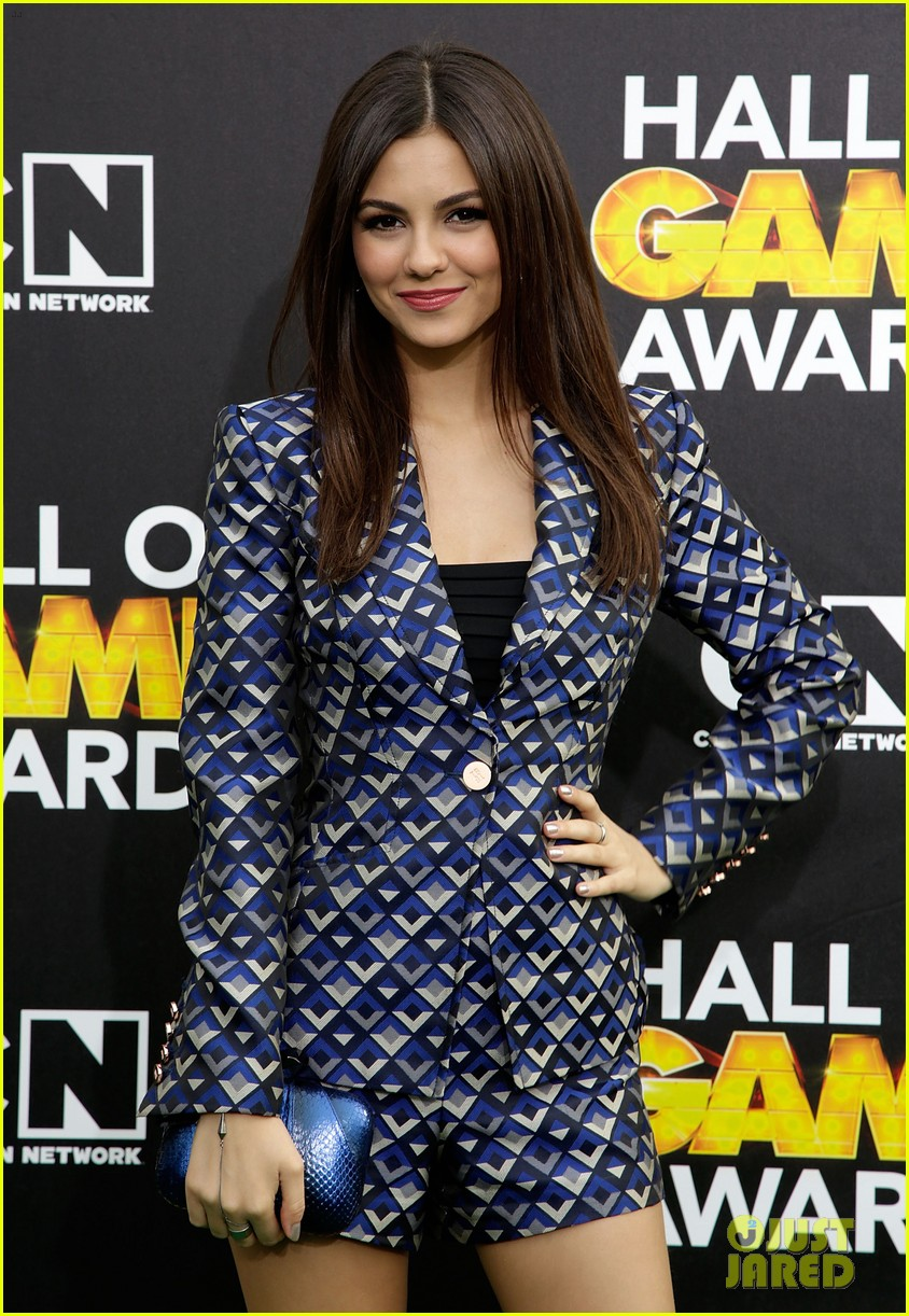 bella thorne victoria justice hall of game awards 2014 153054308