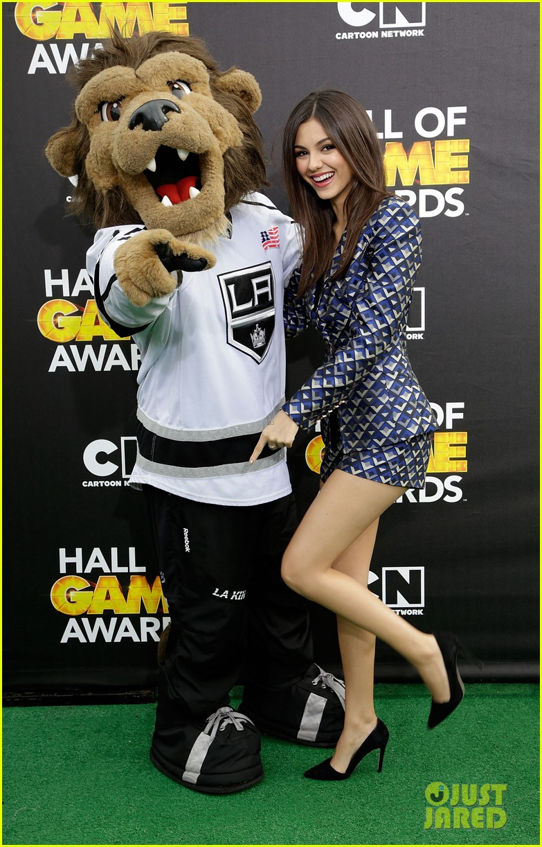 bella thorne victoria justice hall of game awards 2014 173054310