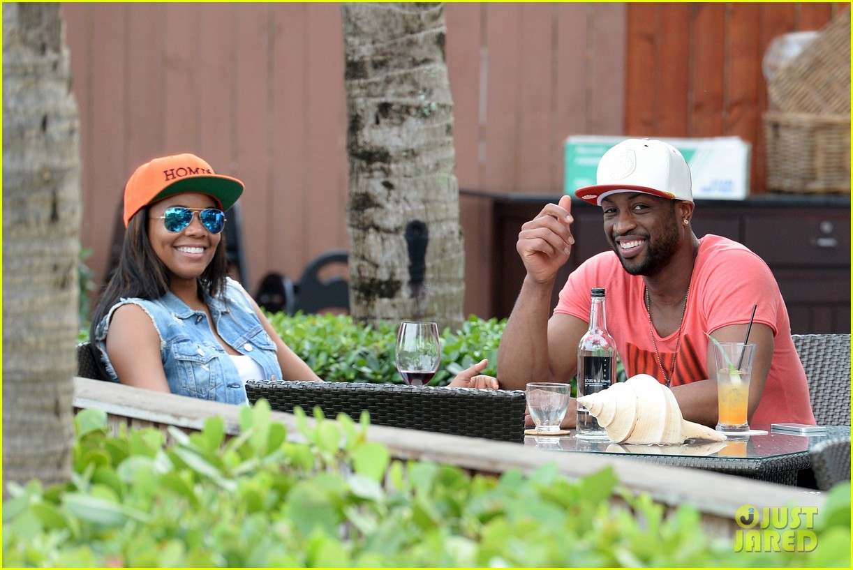 gabrielle union dwyane wade cruise around with the top down in miami 01