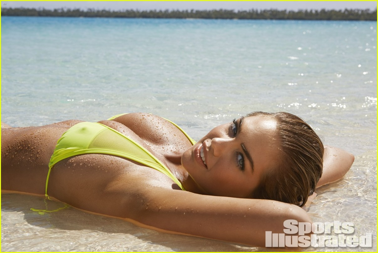 kate-upton-defies-gravity-for-sports-ill