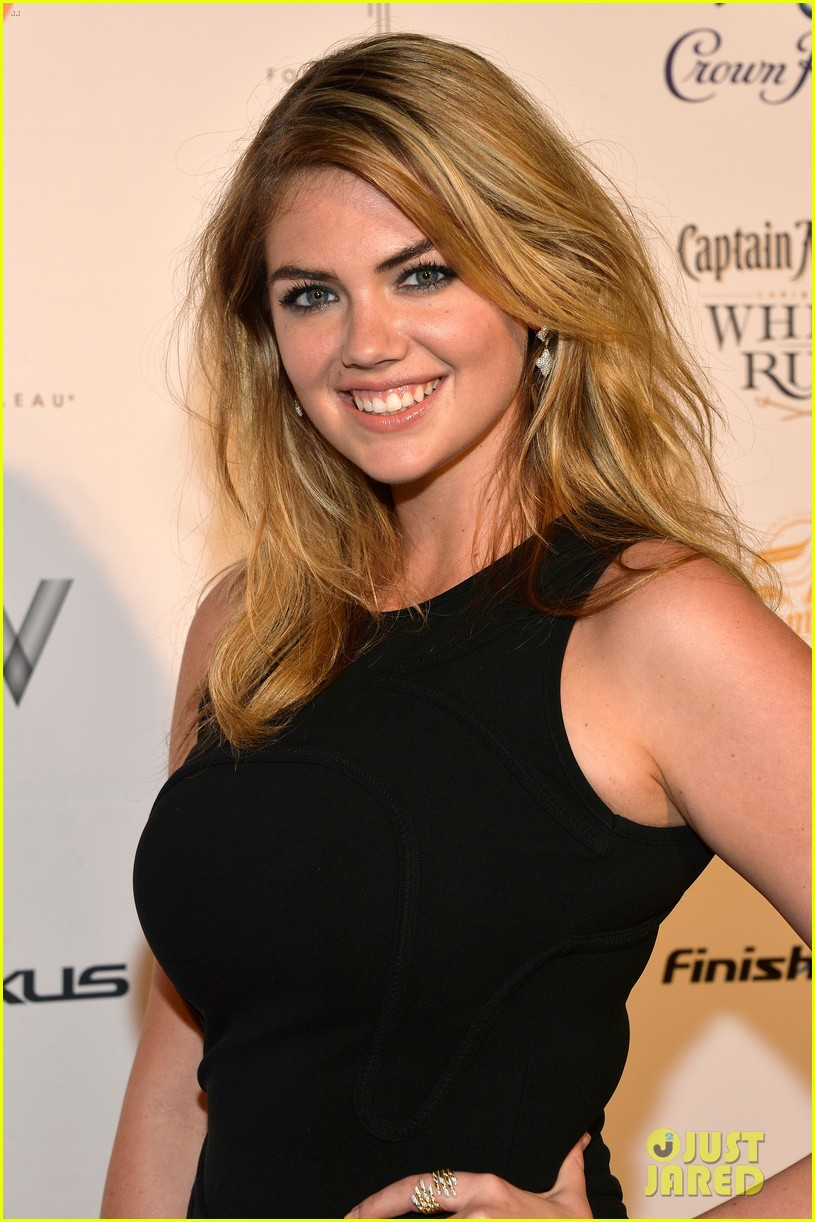 kate upton anne v heat up the sports illustrated miami party 04