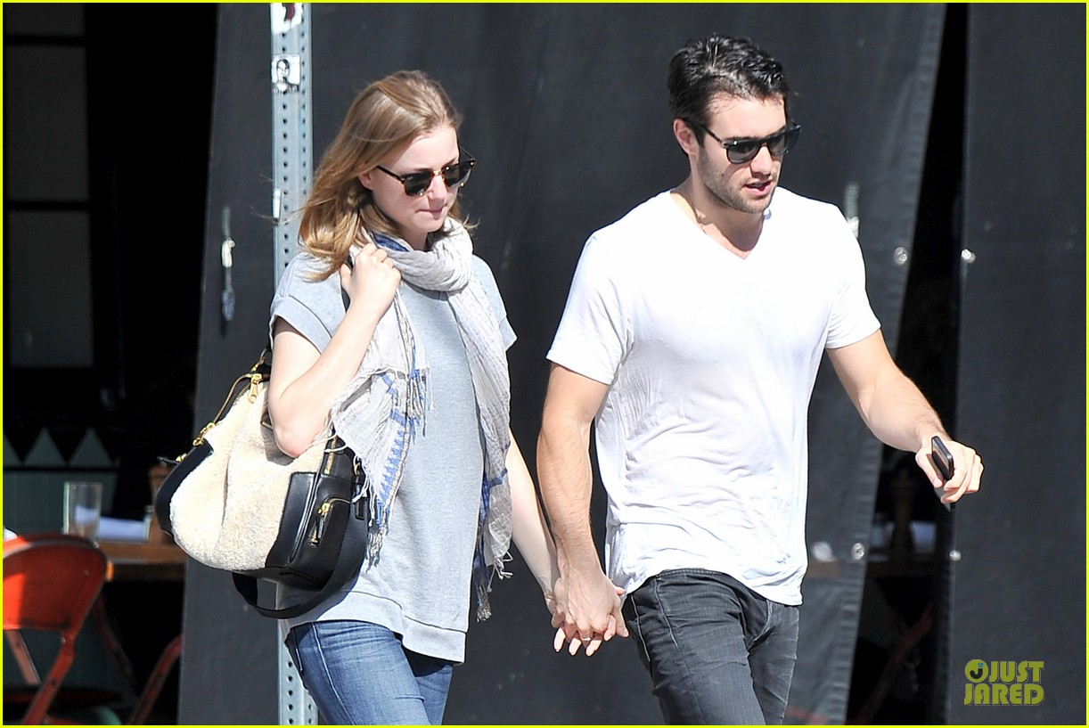 emily vancamp josh bowman hold hands before valentines day 02
