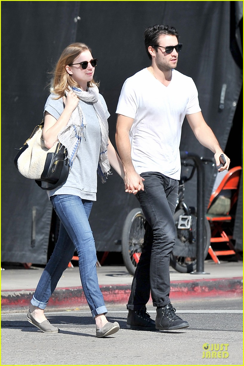 emily vancamp josh bowman hold hands before valentines day 03