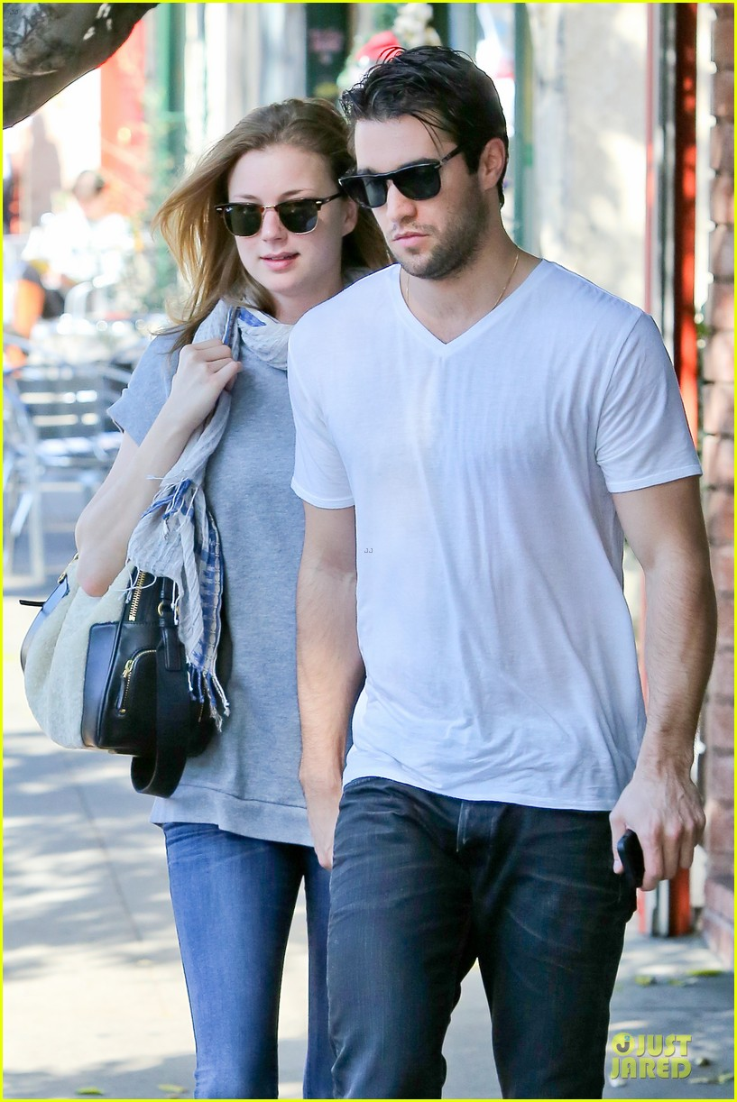 emily vancamp josh bowman hold hands before valentines day 04