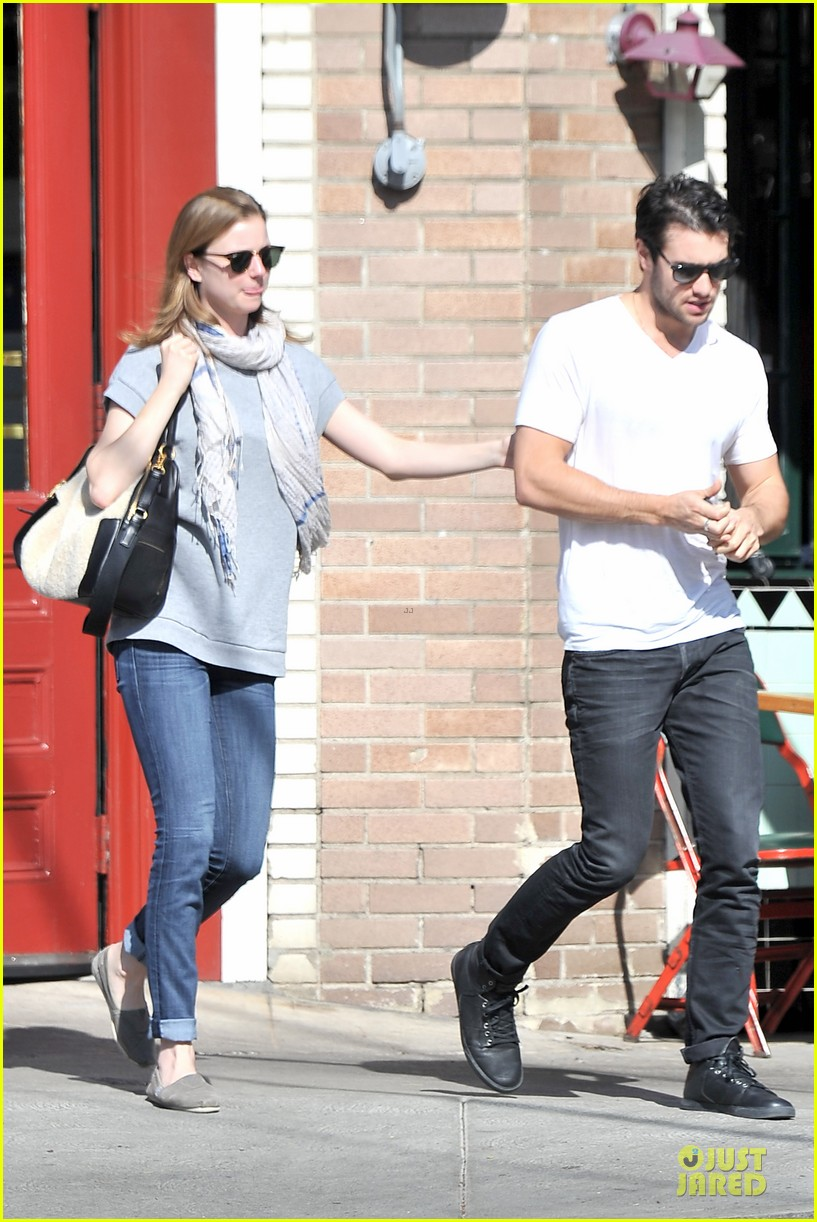 emily vancamp josh bowman hold hands before valentines day 05