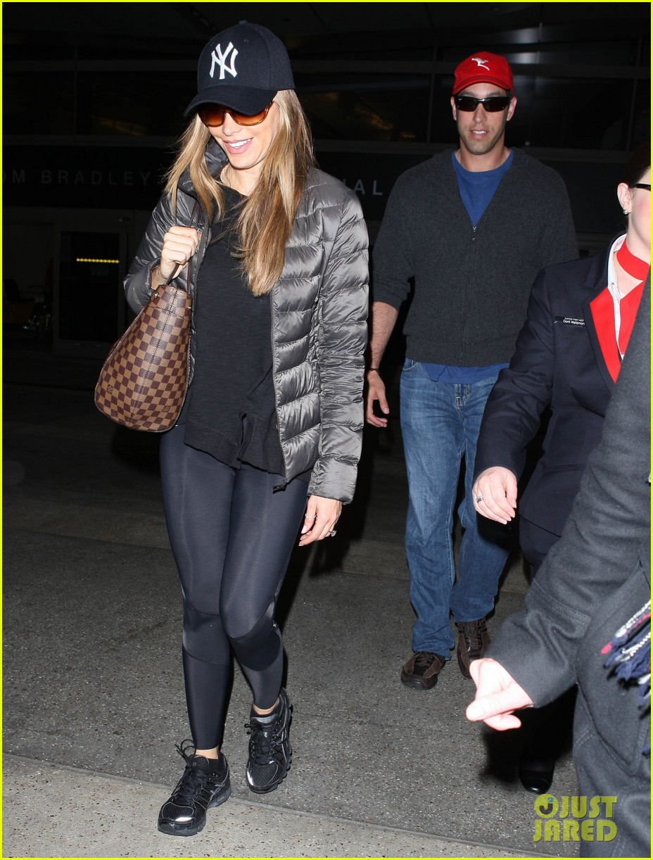 sofia vergara arrives back in los angeles after modern family in sydney 063061590