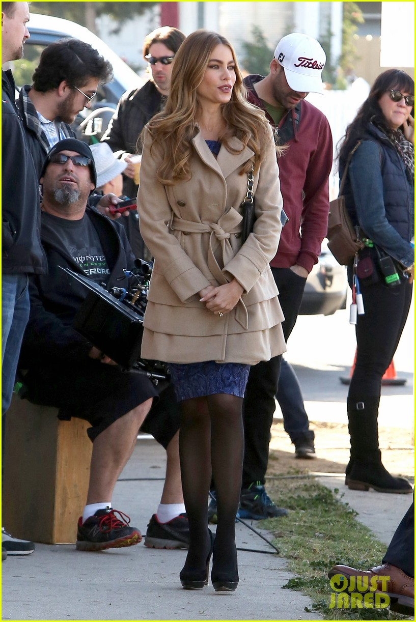 sofia vergara ty burrell film gloria phil scenes for modern family 103052851