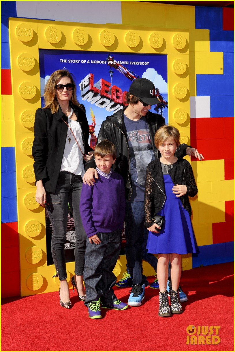 mark wahlberg busy philipps lego movie premiere 20