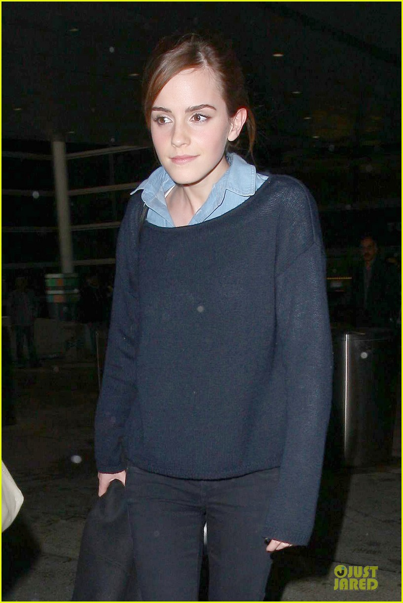 emma watson flys into lax airport before oscars 2014 04