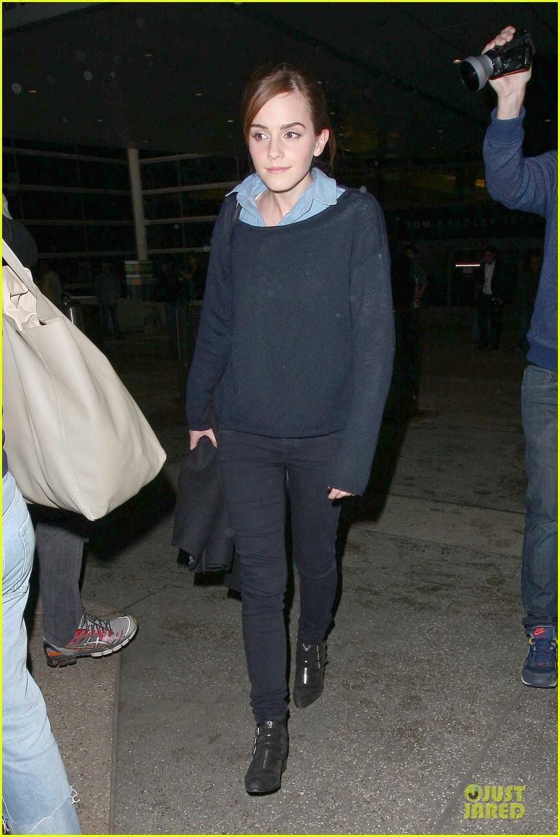 emma watson flys into lax airport before oscars 2014 07