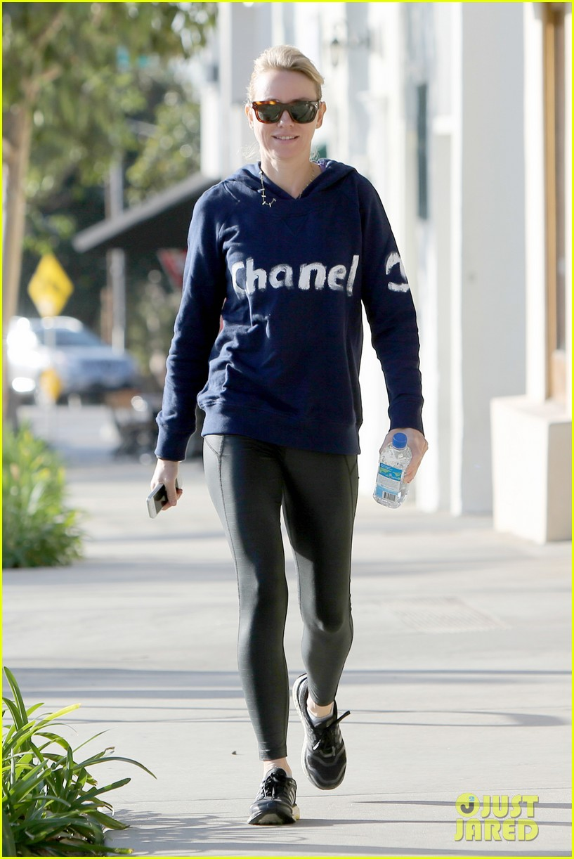 naomi watts works to keep her body in tip top shape 223057226