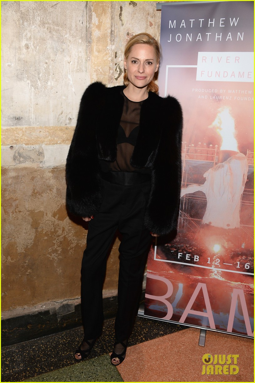 kkanye west maggie gyllenhaal river of fundament premiere 01