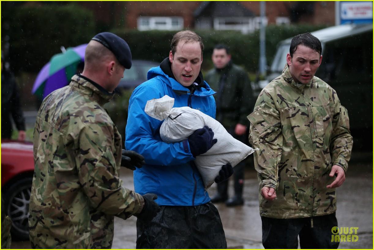 prince william prince harry help defend against uk floods 02