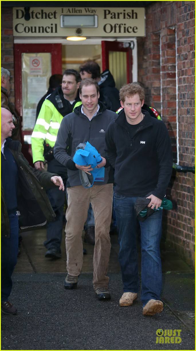 prince william prince harry help defend against uk floods 09