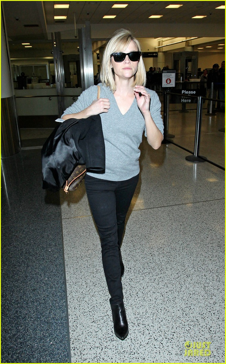 reese witherspoon fierce wild errands following lax landing 123060571