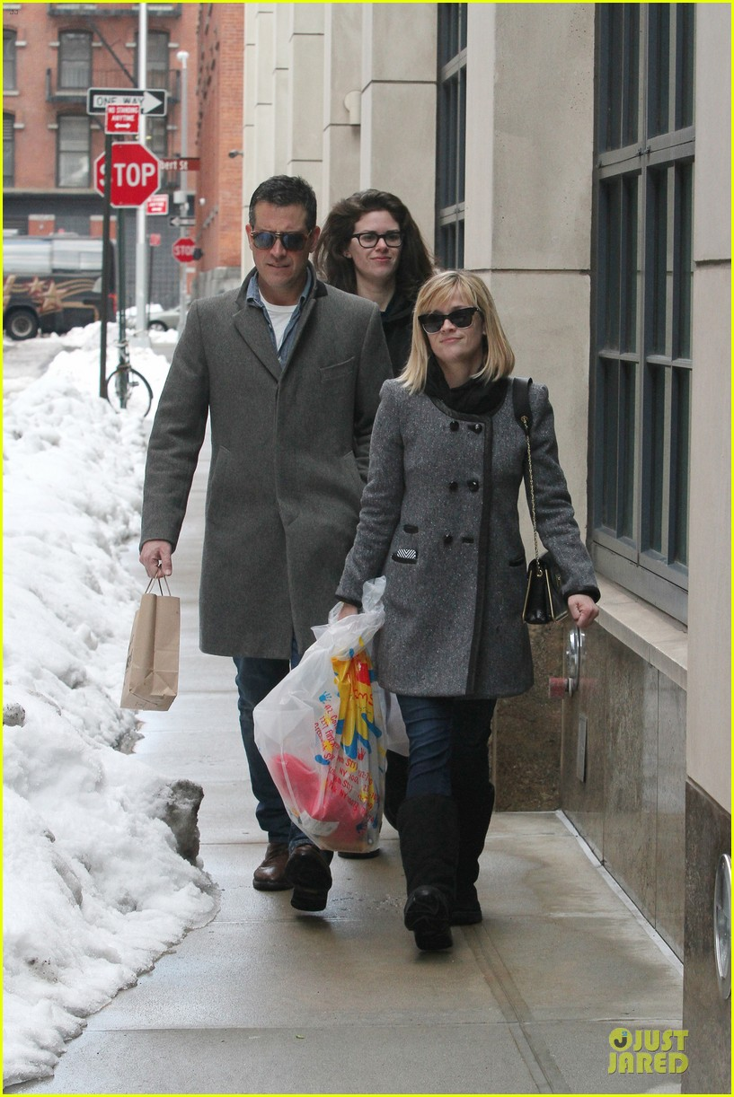 reese witherspoon jim toth matching couple on valentines day 193053690