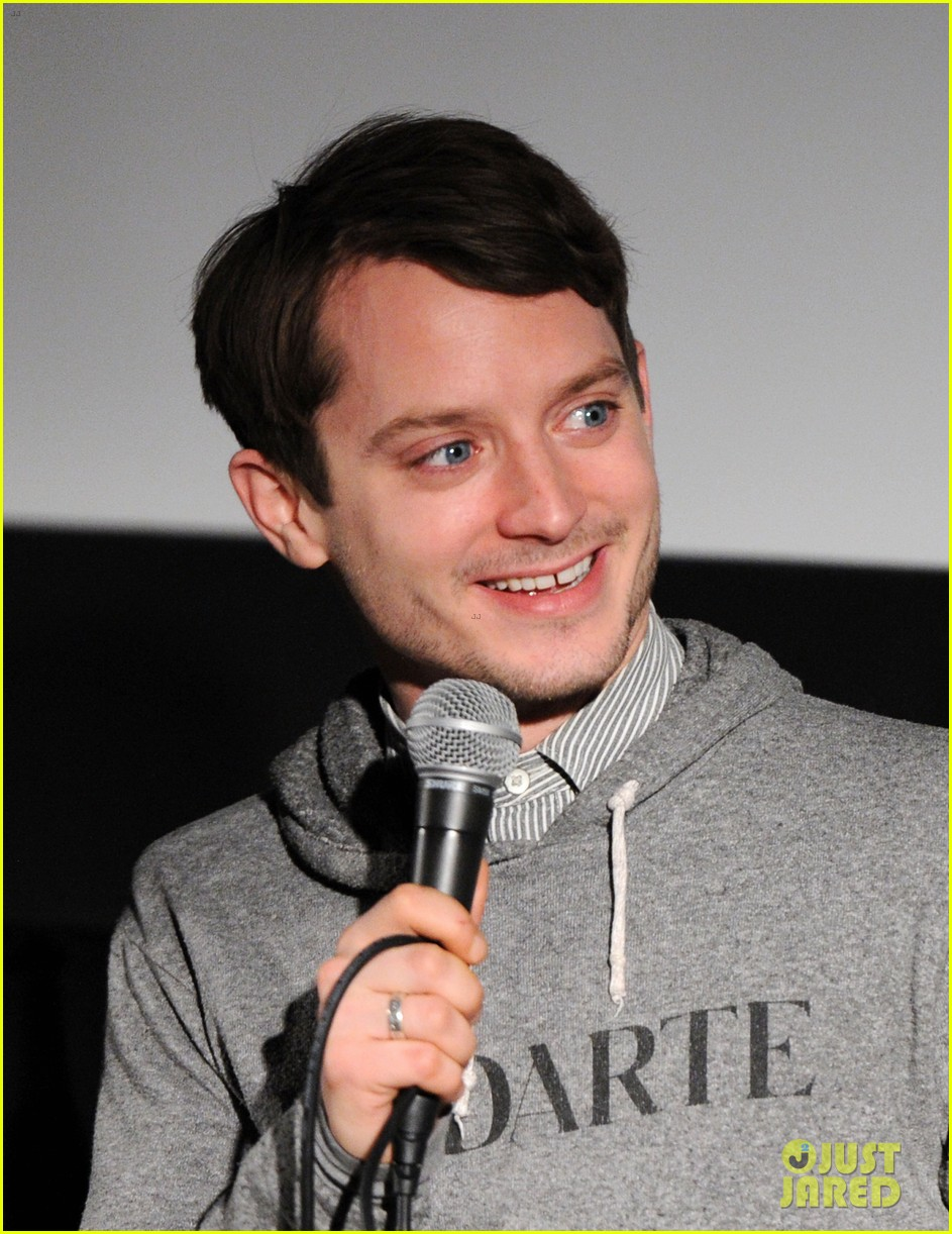 elijah wood grand piano screening with director eugenio mira 04