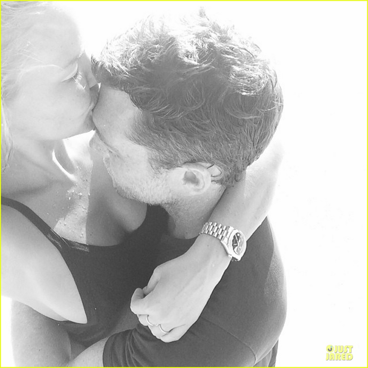 lara bingle shares steamy pic with sam worthington on valentines day 043053845