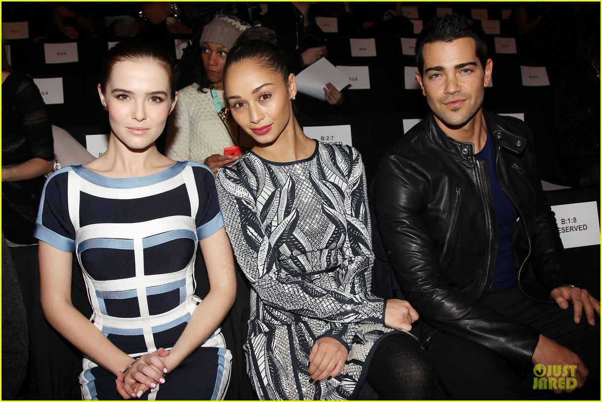 zoey deutch jamie chung herve leger by max azria fashion show 04