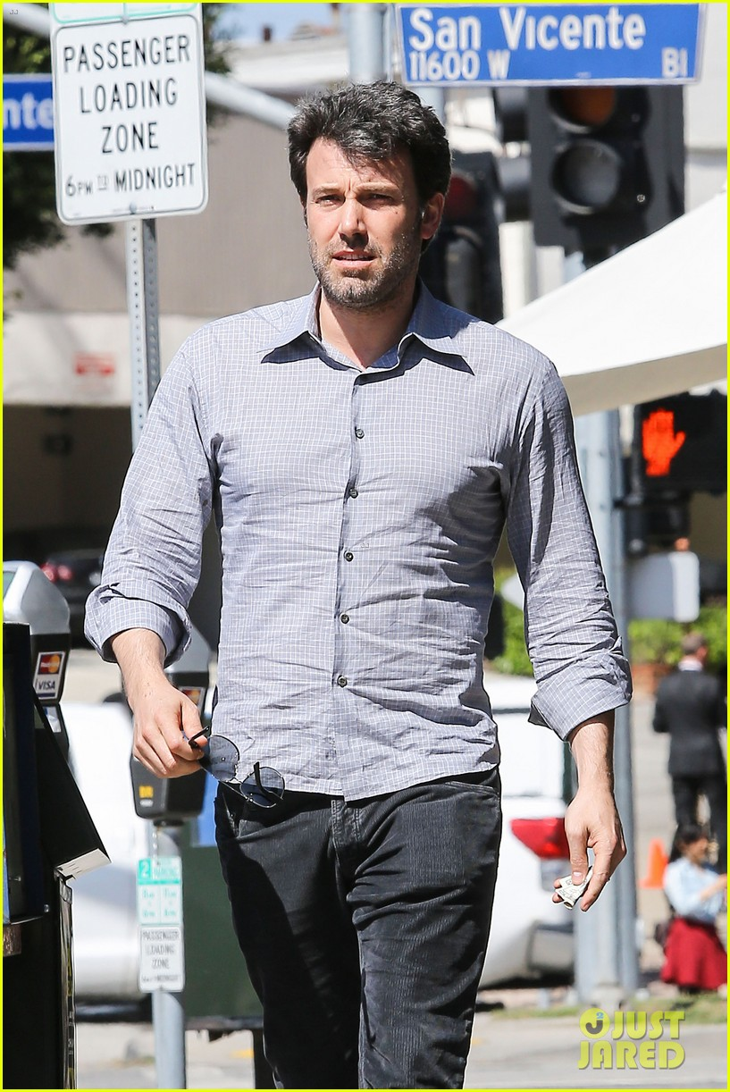 ben affleck batman face off with captain america 103071406