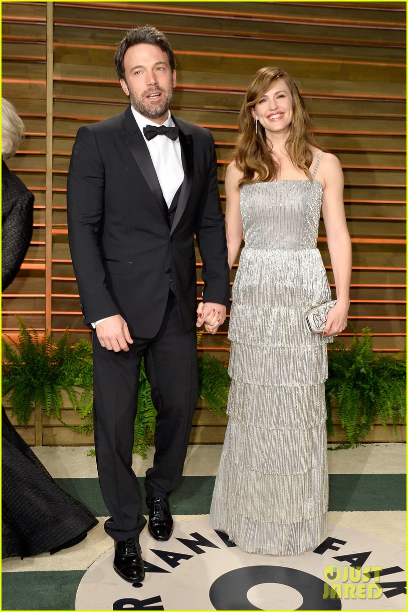 ben affleck skips oscars 2014 attends vanity fair party with jennifer garner 013064622