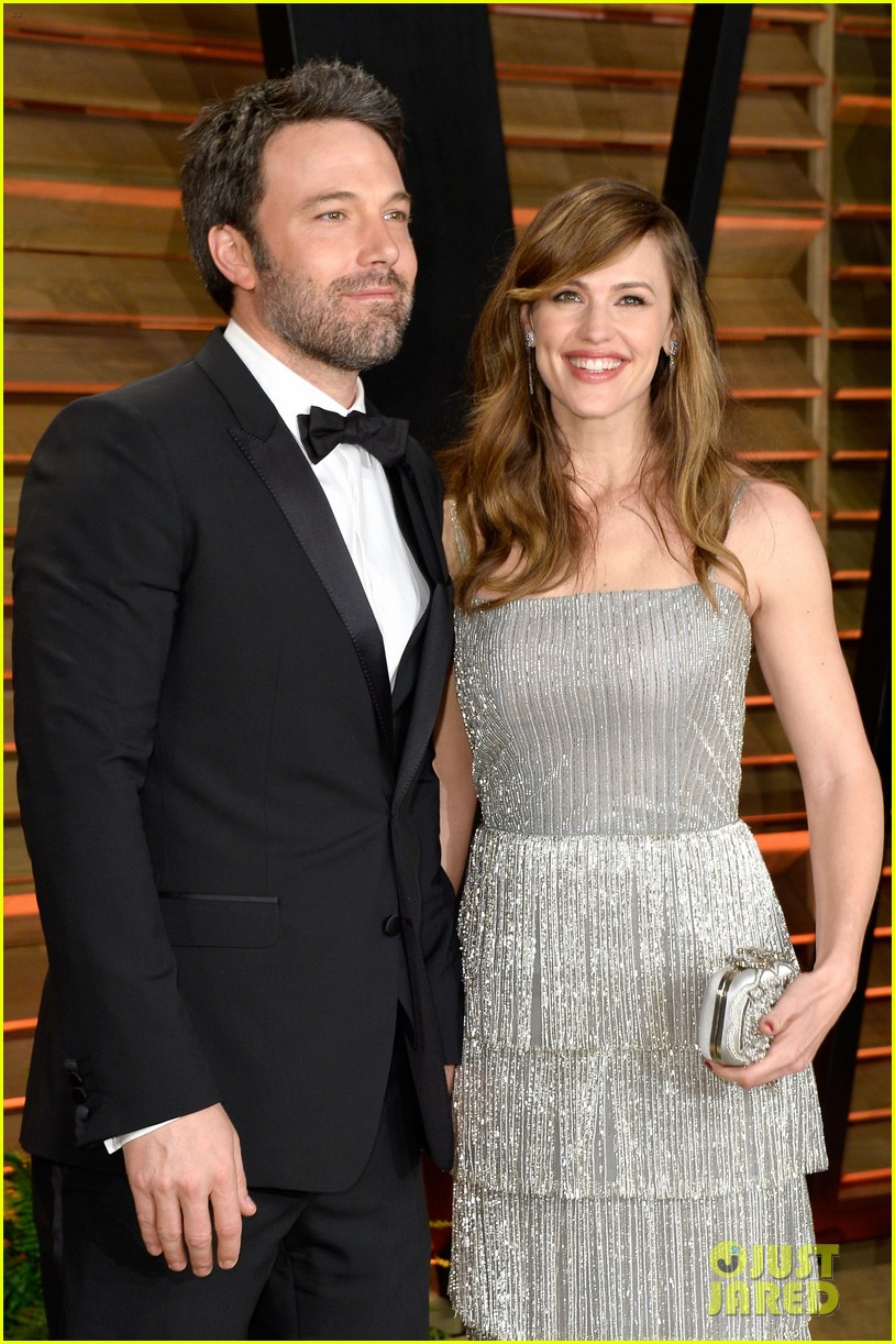 ben affleck skips oscars 2014 attends vanity fair party with jennifer garner 023064628