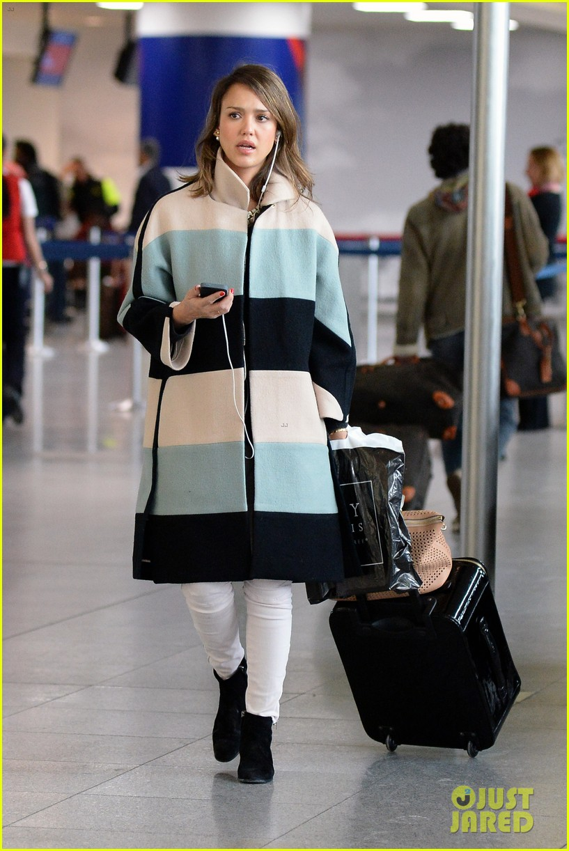 jessica alba wraps up paris fashion week flies to new york 173065683