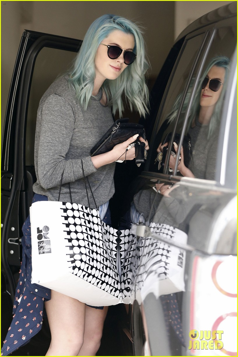ireland baldwin new blue hair 03