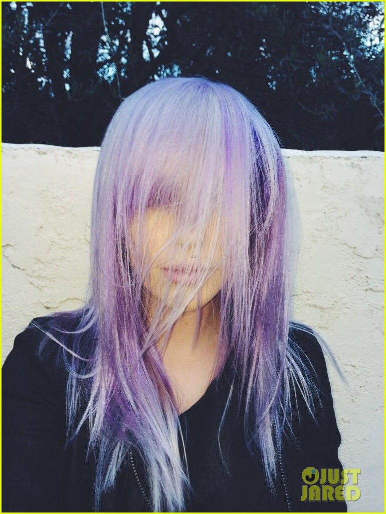 ireland baldwin dyes her hair purple 033066858