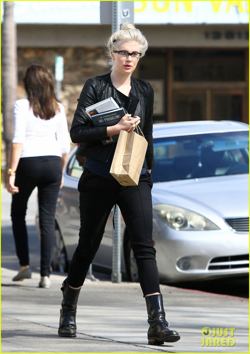 ireland baldwin dyes her hair purple 093066864