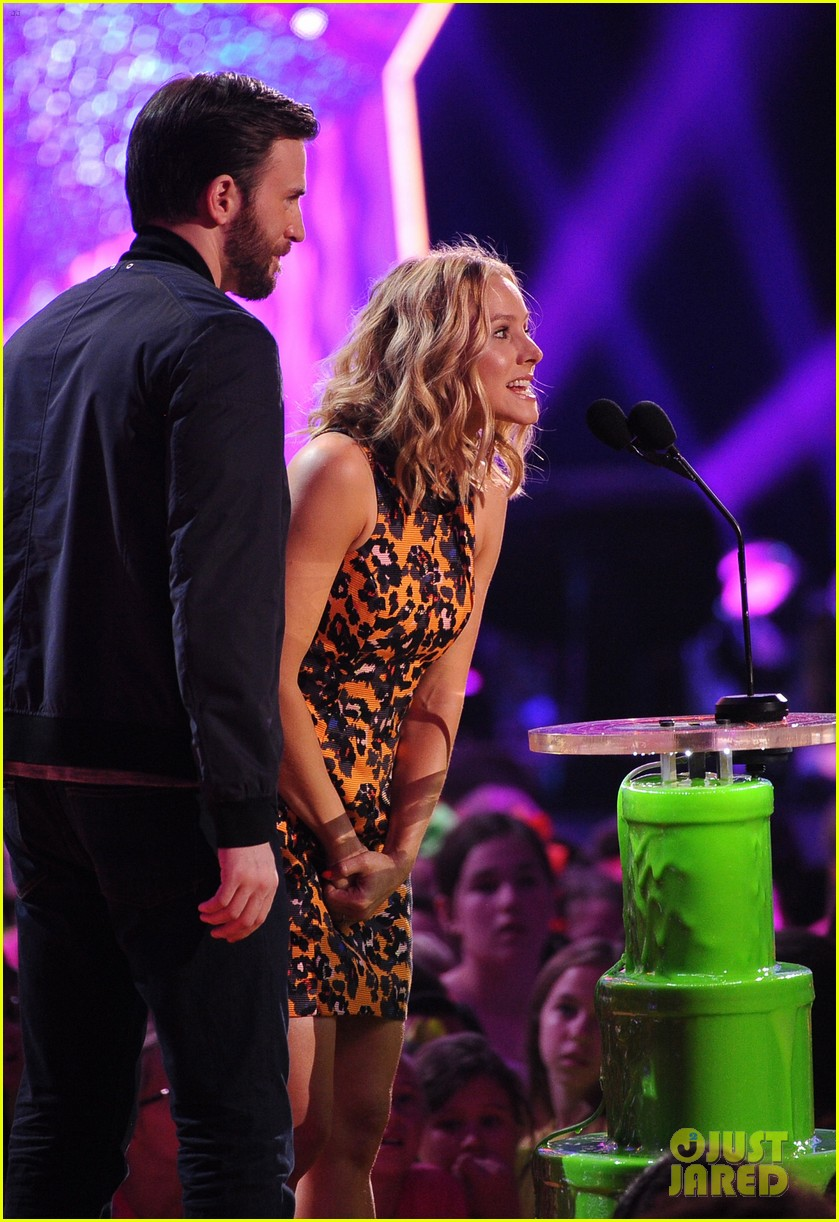 chris evans kristen bell present at kids choice awards 2014 073081355